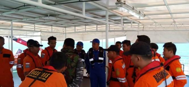Tim SAR Tanjungpinang melakukan persiapan pencarian ABK TB Koi 3 di perairan Selat Singapura, Kamis, 7 Februari 2019.