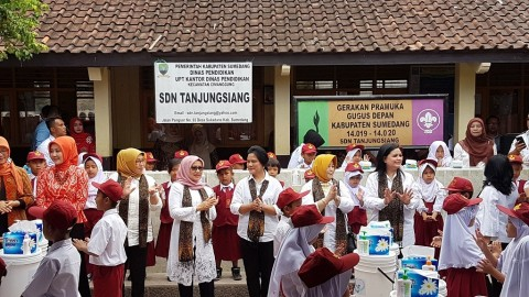 First Lady Visits Elementary Schools in Sumedang