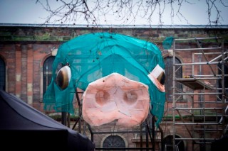 Rayakan Imlek, Manchester Bangun Patung Babi Raksasa