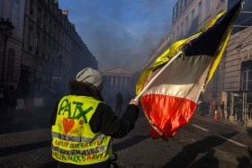 Presiden Prancis Balik Melawan, Rompi Kuning Terpecah