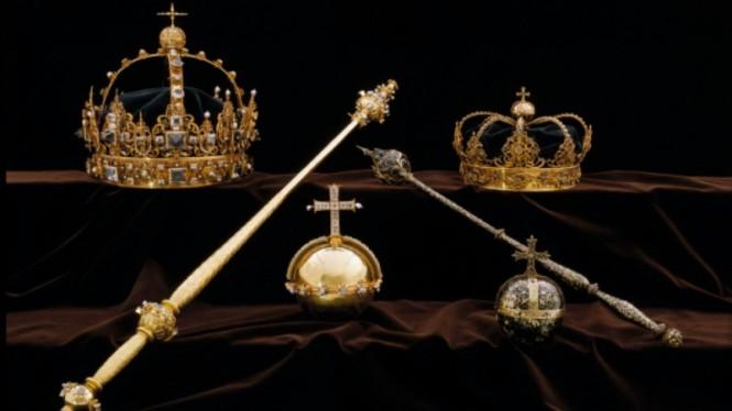 Mahkota dan benda berharga keluarga Kerajaan Swedia. (Foto: Sky News).