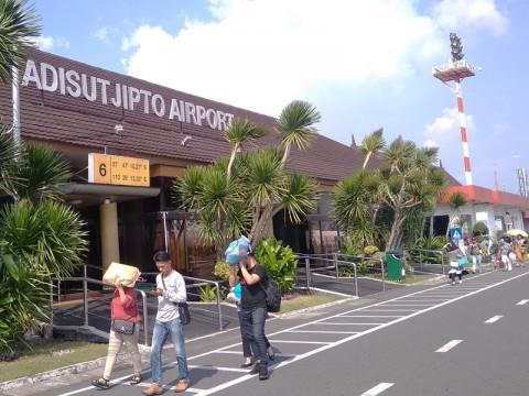1.046 Pembatalan Penerbangan Terjadi di Bandara Adisutjipto