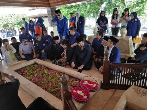 Surya Paloh Berziarah ke Makam Bung Karno