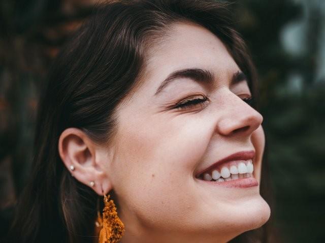 Tidak semua bakteri di mulut Anda buruk. Ada yang benar-benar melindungi Anda dari bakteri jahat yang hidup dalam plak. (Foto: Ilustrasi. Dok. Kyle Loftus/Unsplash.com)