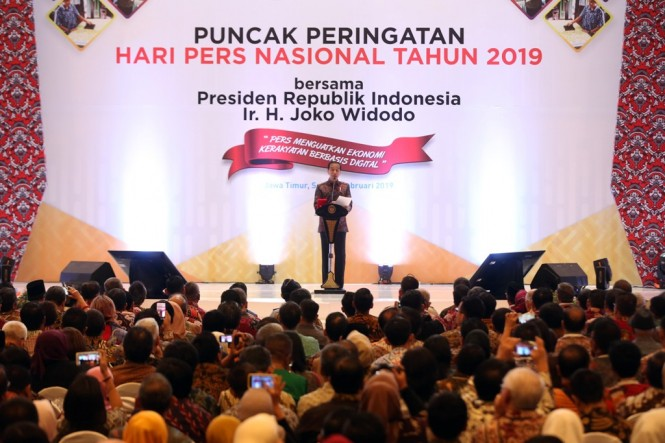 Presiden Joko Widodo menyampaikan sambutan saat Puncak Peringatan Hari Pers Nasional 2019 di Surabaya, Jawa Timur. MI/RAMDANI