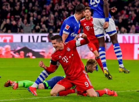 Bungkam Schalke, Muenchen Pangkas Jarak dengan Dortmund
