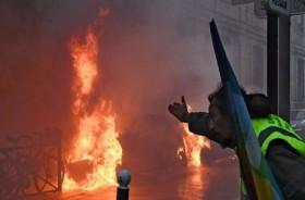 Terkena Granat Polisi, Demonstran 'Rompi Kuning' Terluka Parah