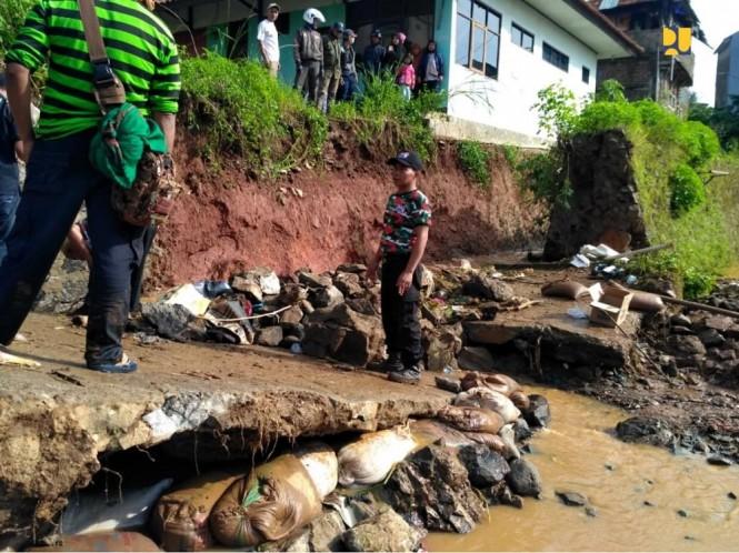 Salah satu lokasi yang terdampak banjir di Kelurahan Jati Endah, Kecamatan Cilengkrang. Foto: Dok Kementerian PUPR