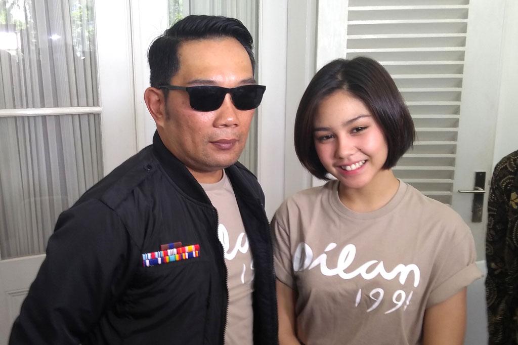 Gubernur Jawa Barat Ridwan Kamil (kiri) bersama pemeran Milea, Vanesha Prescilla (kanan) (Foto: Medcom.id/Purba Wirastama)