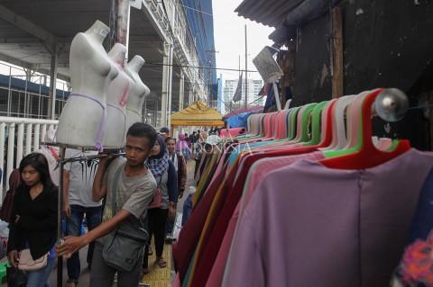 PKL Kembali Berjualan di Trotoar Jatibaru