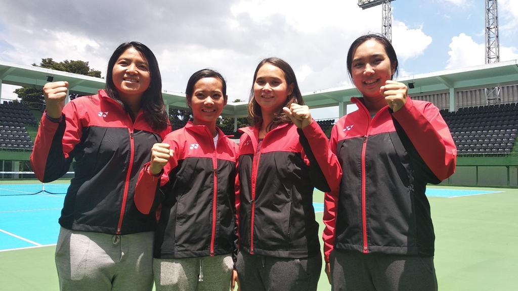 Aldilla Sutjiadi (kanan) bersama tim Fed Indonesia usai mengalahkan Thailand di babak playoff zona Asia/Oceania (Foto: IST)