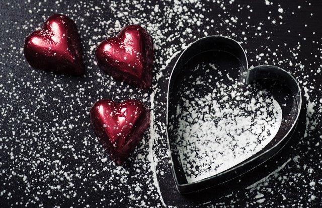 Pada tahun 1800-an dokter mulai menganjurkan untuk mengonsumsi cokelat ketika berurusan dengan masalah percintaan. (Foto: Jasmine Waheed/Unsplash.com)