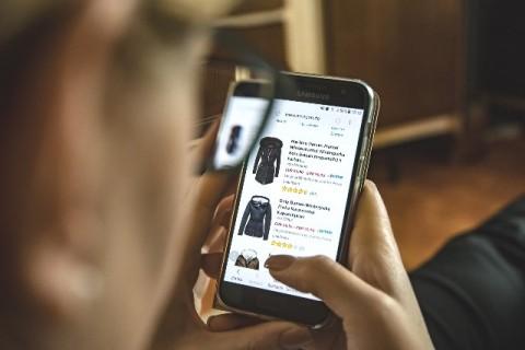 Aneka Fitur Belanja <i>Online</i> Mudahkan Cara Belanja Anda