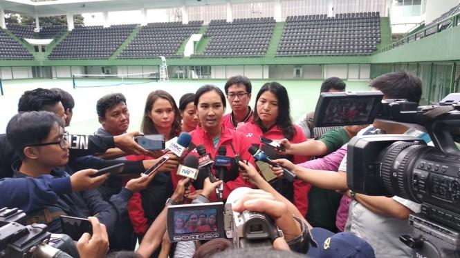 Petenis putri Indonesia, Aldila Sutjiadi berbicara kepada media terkait persiapan Tim Putri Indonesia tampil di SEA Games 2019. (Foto: medcom.id/Rendy Renuki H)