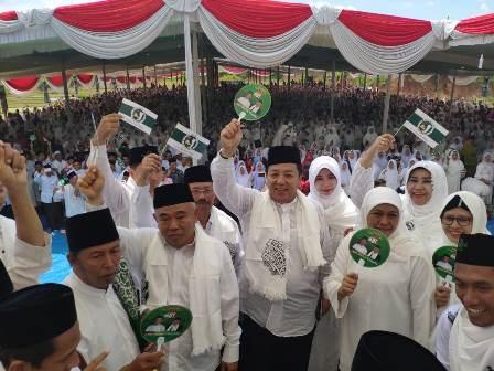 Gubenur Lampung Arinal Djunaidi (tengah) saat mengampanyekan Jokowi-Ma'ruf. Foto: Istimewa.