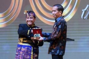 Jokowi Dinobatkan sebagai Bapak Pariwisata Nasional