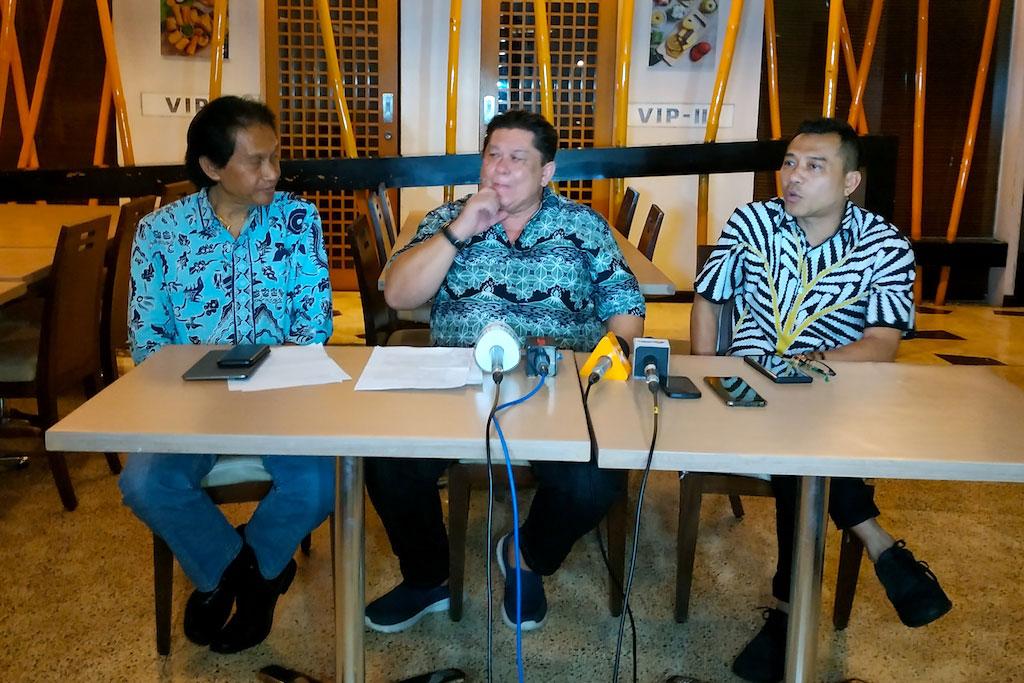 Tiga anggota PAPPRI, Bens Leo (kiri), Johny Maukar (tengah) dan Aanang Hermansyah (kanan) jumpa pers terkait RUU Permusikan, Senin, 11 Februari 2019 (Foto: Medcom.id/Purba W)