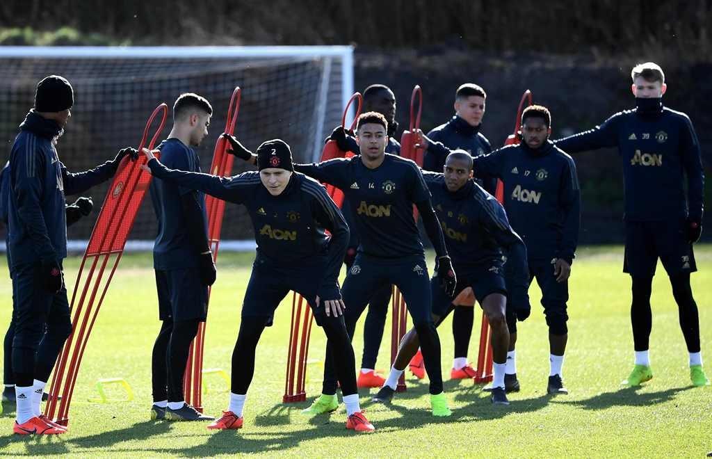 Skuat Manchester United sedang berlatih. (Foto: AFP/Franck Fife)