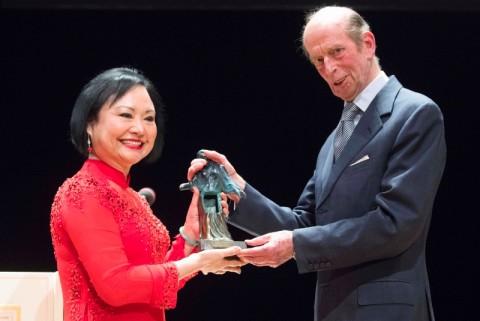 Gadis Korban Bom Era Perang Vietnam Raih Penghargaan