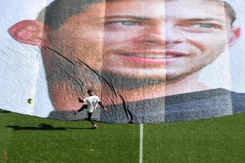 Mengheningkan Cipta untuk Emiliano Sala di Laga Liga Champions dan Liga Europa