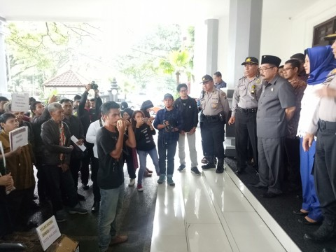 Anggaran Rp5 Miliar untuk Mobil Pimpinan DPRD Malang Diprotes