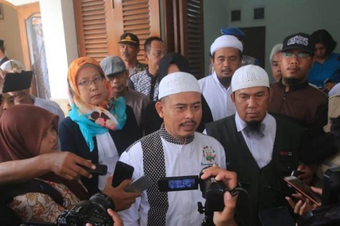 Ketua PA 212 Slamet Ma'arif (tengah). (Foto: MI/Widjajadi)