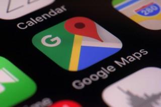 Ikut Google Maps, Truk Ini Jatuh ke Sungai
