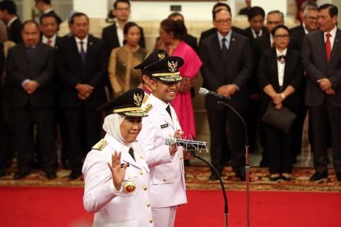 Jokowi Lantik Gubernur-Wagub Jatim