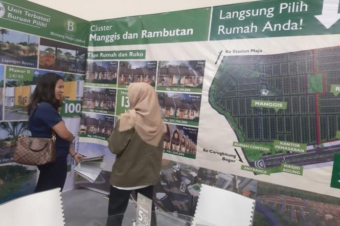 Pengunjung mencari informasi mengenai rumah di pameran perumahan yang berlangsung di JCC, Rabu, 6 Februari 2019, Medcom.id - Rizkie Fauzian
