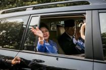 Jokowi Praying for Ani Yudhoyono's Health