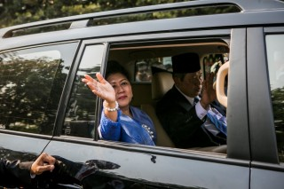 Jokowi Praying for Ani Yudhoyono's Health