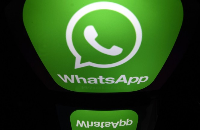 Ada cara untuk mengamankan akun WhatsApp. (AFP PHOTO / Lionel BONAVENTURE)