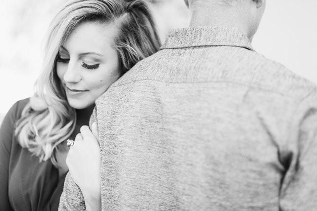 Sebenarnya ada bukti ilmiah bahwa cinta pada pandangan pertama itu dapat terjadi. Tidak percaya? Berikut ini studinya. (Foto: Jenny Marvin/Unsplash.com)