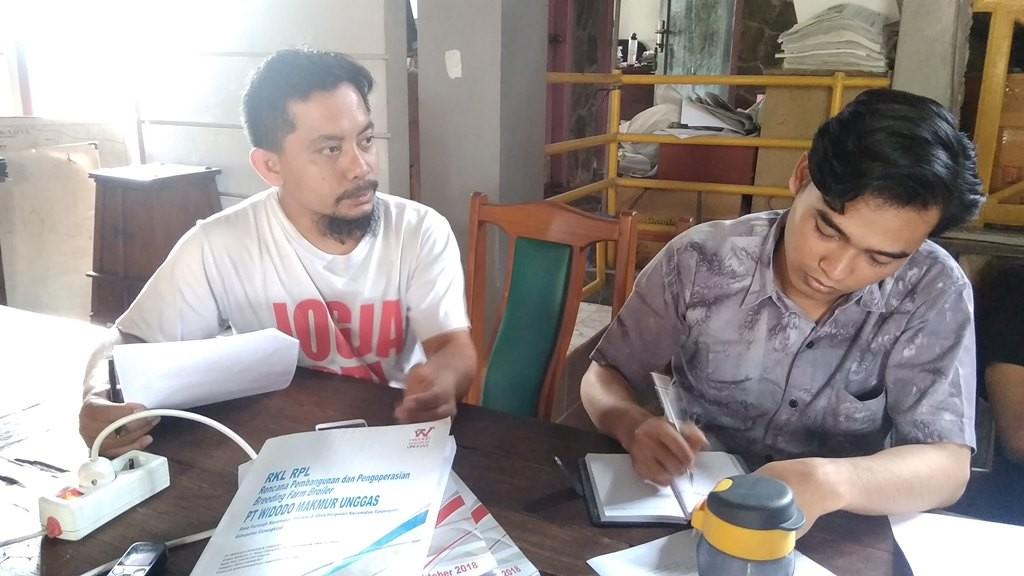 Direktur Wahana Lingkungan Hidup (Walhi) Yogyakarta, Halik Sandera (kiri). Medcom.id-Ahmad Mustaqim .