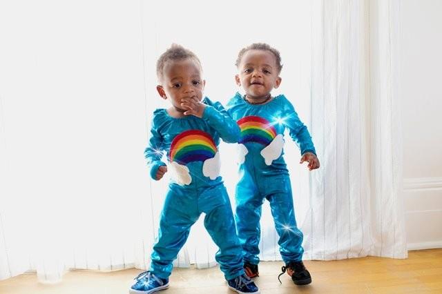 Simak beberapa tips merawat bayi kembar agar pekerjaan lebih mudah. (Foto: Frank Mckenna/Unsplash.com)