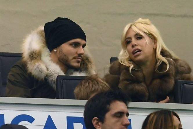 Penyerang Inter Milan, Mauro Icardi (kiri), dan istrinya, Wanda Nara Icardi (AFP/Marco Bertorello)