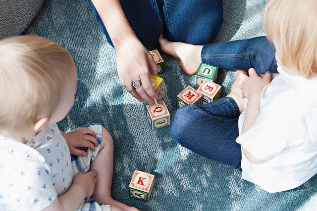 Ada beberapa cara untuk memotivasi anak agar perlahan menghilangkan sifat buruk pemalas mereka. (Foto: Marisa Howenstine/Unsplash.com)