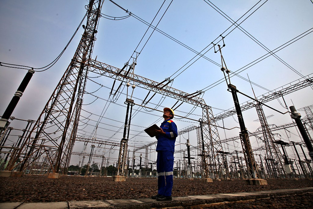 Govt May Lower Electricity Tariff: Official