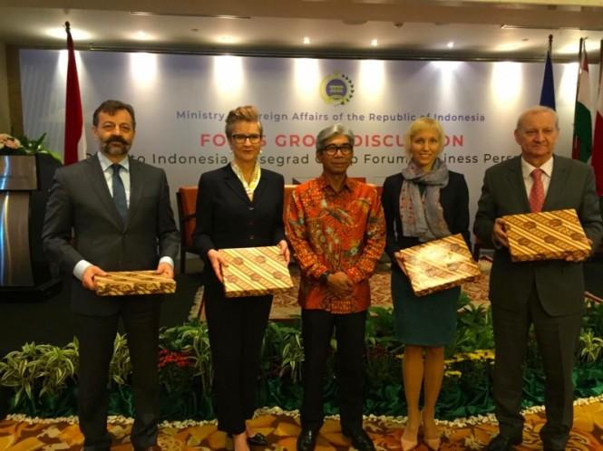 Wakil Menteri Luar Negeri RI AM Fachir membuka Indonesia-V4 Forum. (Foto: Sonya Michaella/Medcom.id).