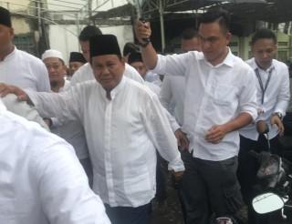 Prabowo Salat Jumat di Masjid Kauman Semarang