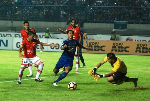 Ahmad Jufriyanto alias Jupe menggring bola saat masih bermain di Liga Indonesia-Foto: ISTIMEWA