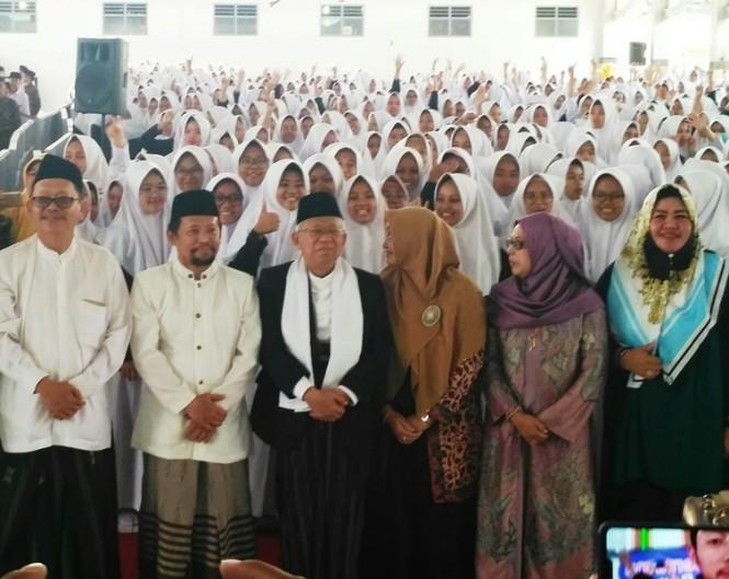 Cawapres Ma'ruf Amin (tengah) saat mengunjungi Ponpes Pandanaran di Yogyakarta beberapa waktu lalu. Medcom.id/ Patricia Vicka.