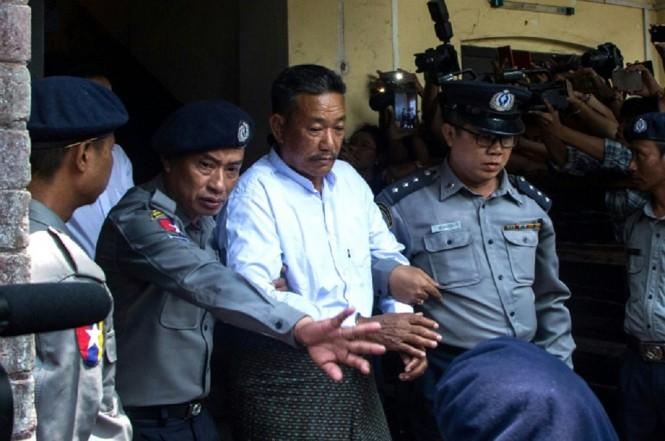 Kyi Lin (tengah) divonis hukuman mati karena membunuh Ko Ni dan seorang sopir taksi. (Foto: AFP/Myo Kyaw SOE)