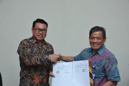 Direktur Utama Perum Perindo Risyanto Suanda (kiri) dan Direktur Jenderal PDSPKP Rifky E Hardijanto (Kanan). Foto: Husen Miftahudin/Medcom.id