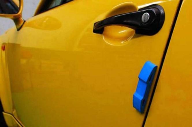 Aksesoris mobil untuk mencegah pintu lecet akibat terkena benturan saat akan membuka pintu. eBay