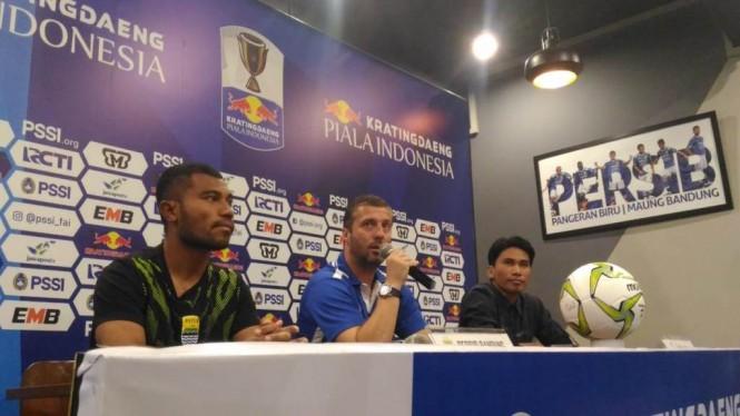 Suasana jumpa pers jelang laga Persib Bandung vs Arema FC. (Foto: Roni/Medcom.id)