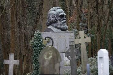 Makam Filsuf Ternama Karl Marx Dirusak