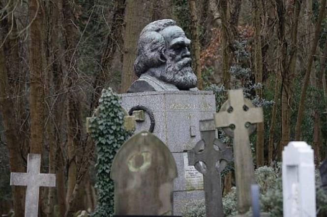 Makam Karl Marx di London, Inggris. (Foto: Tolga Akmen/AFP)