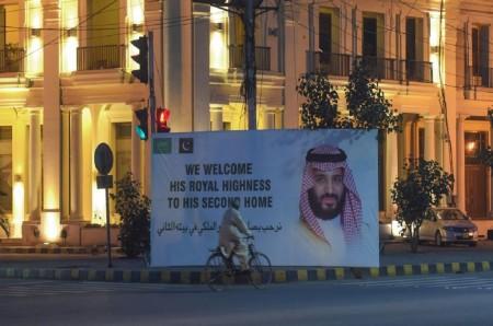 Putra Mahkota Saudi Memulai Tur Asia di Pakistan