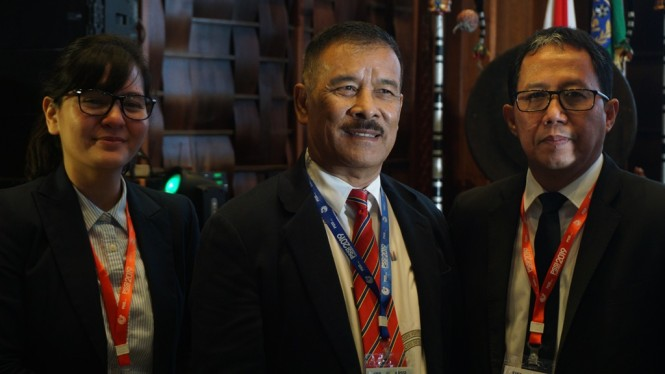 Manajer Persib Bandung, Umuh Muchtar (tengah). (Foto: Medcom.id/Zam)